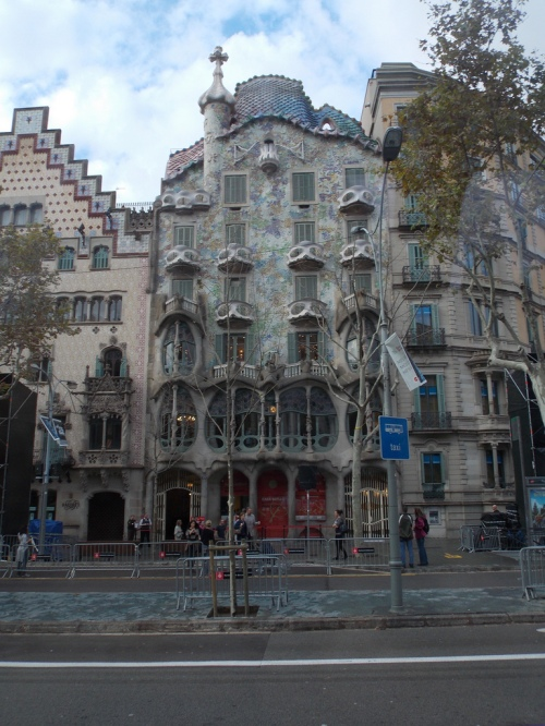 Casa Battlo during the day