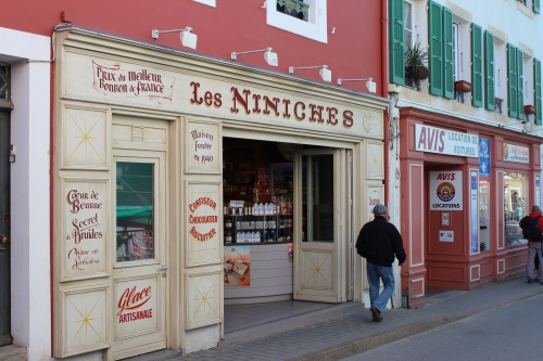 Les Niniches, the store where we found wonderful Coeur de Beurre cookies.
