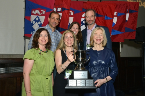 Penn Class of 1993 pose with Penn President Amy Gutmann and The Penn Fund Class of 1917 Award