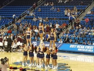 PennWBB Aileen cheer